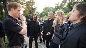 Britiske prins Harry og amerikanske Foo Fighters i London anno 2014 - Taylor Hawkins er nummer to fra højre. Foto: All Over