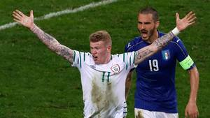 James McClean var med for Irland under Em 2016. Her i kamp mod Italien. Foto: AP