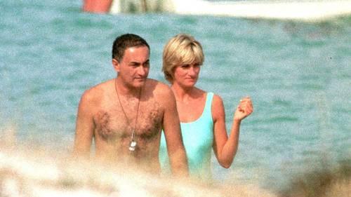 Diana og Dodi Al-Fayed på stranden. Foto: All Over