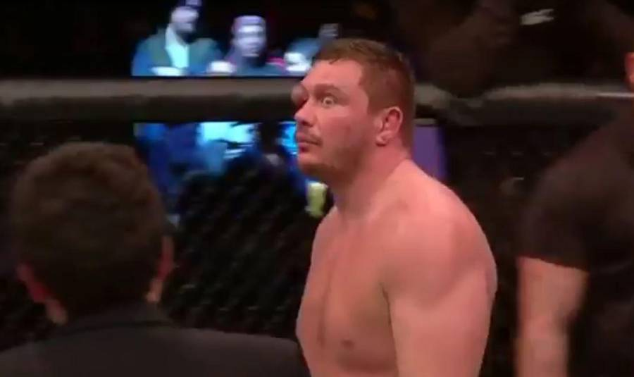Matt Mitrione med en bule, der er til at få øje på ... (Foto: Screendump YouTube)