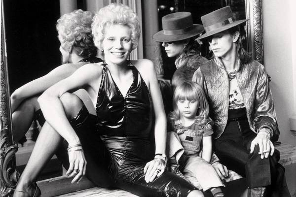 Angie, Bowie og lille Zowie. (Foto: All Over)