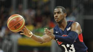 Chris Paul, der her optræder i den amerikanske landsholdsuniform, rykker til Rockets. Foto: All Over Press.
