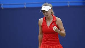 Caroline Wozniacki gjorde kort proces med Elena Vesnina. Foto: All Over Press