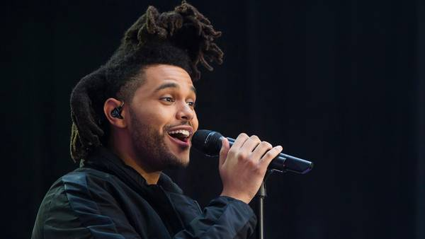 The Weeknd alias Abęl Makkonen Tesfaye under en optræden i New York i fjor. (Foto: AP)