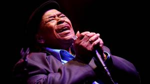 James Cotton på scenen i Kentucky anno 2014 - bluesveteranen døde i går af lungebetændelse i Texas. Foto: AP