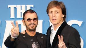 Ringo og Paul er sammen på trommeslagerens nye album. Det var de også, da filmen 'Eight Days a Week' blev præsenteret i London. Foto: All Over Press.