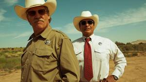 Jeff Bridges og Gil Birmingham spiller to aldrende Texas Rangers på sporet af et par desperate bankrøvere i 'Hell or High Water'. Foto: Scanbox