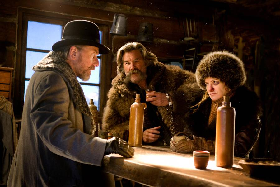 Tim Roth, Kurt Russell og Jennifer Jason Leigh i en scene fra 'The Hateful Eight'. (Foto: Scanbox)