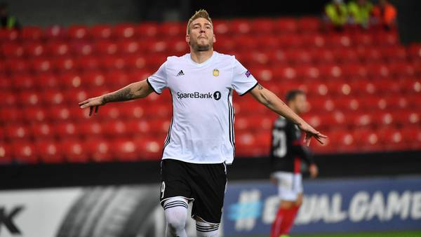 Nicklas Bendtner kan juble over endnu en scoring. Foto: All Over Press