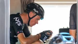 Chris Froome pudser formen af i Romandiet Rundt. Foto: All Over Press.