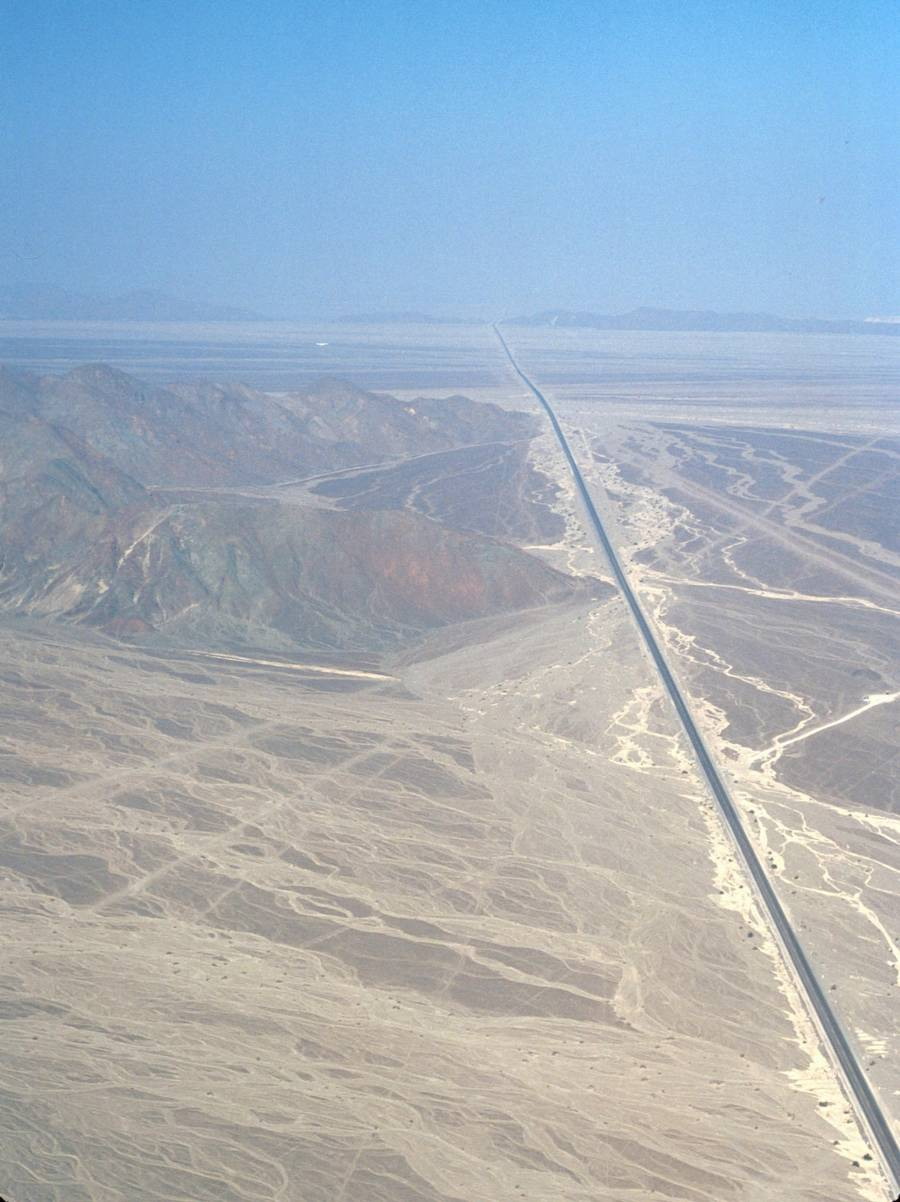 The Pan-American Highway er verdens længste. Her er vi over Peru. (Foto: AP)