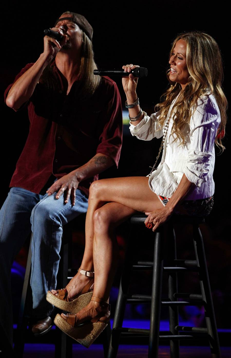 Sheryl Crow optræder her sammen med Kid Rock under CMT Music Awards i Nashville.(foto: AP)