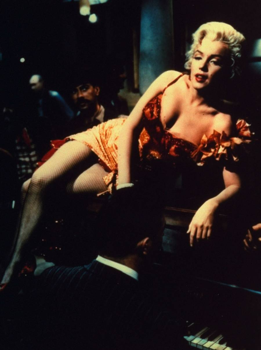 Marilyn Monroe i en scene fra filmen 'River of No Return' fra 1954. (Foto: AP)