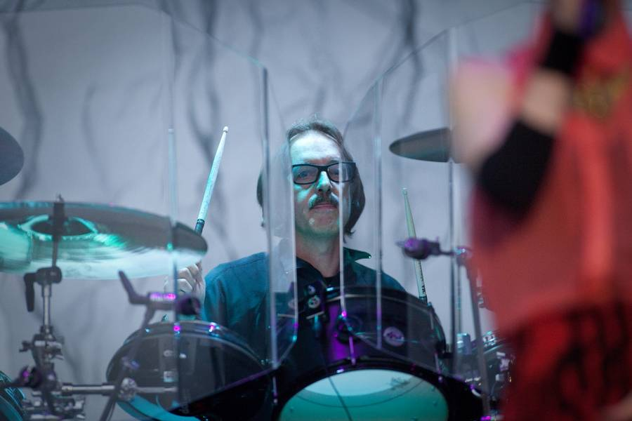 Butch Vig bag trommerne for Garbage på NorthSide. (Foto: Per Lange)
