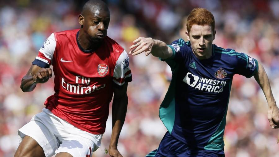 Arsenals Abou Diaby i duel med Jack Colback. (Foto: AP/Kirsty Wigglesworth)