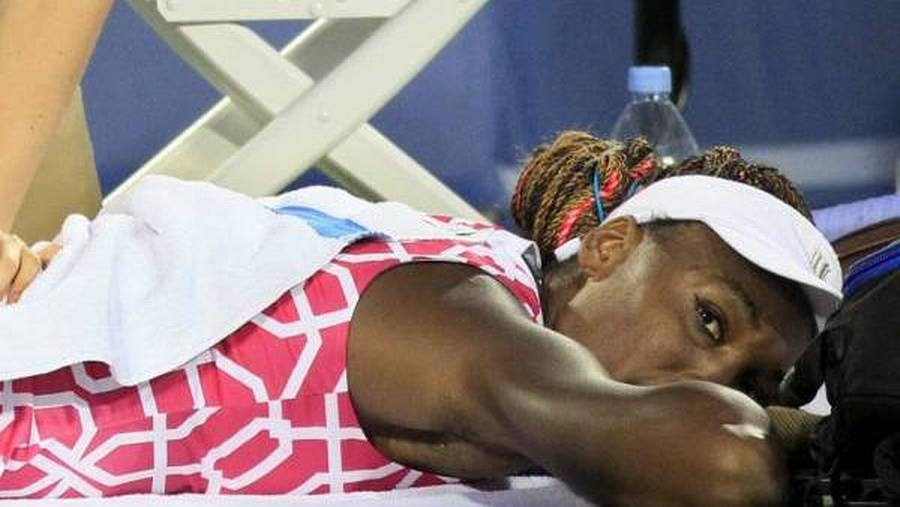 Venus Williams modtog behandling for sin rygskade. (Foto: AP/Al Behrman)