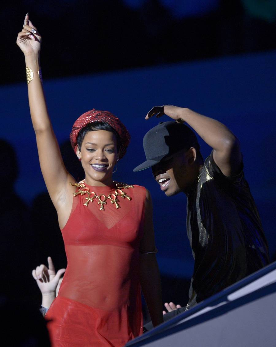 Rihanna på scenen under MTV Video Music Awards i nat. (Foto: AP/Mark J. TerrillI).