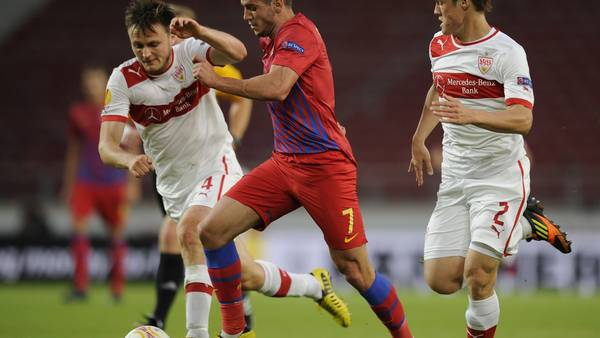 William Kvist i aktion i den første gruppekamp mod Steaua Bukarest. (Foto: AP/Daniel Kopatsch)