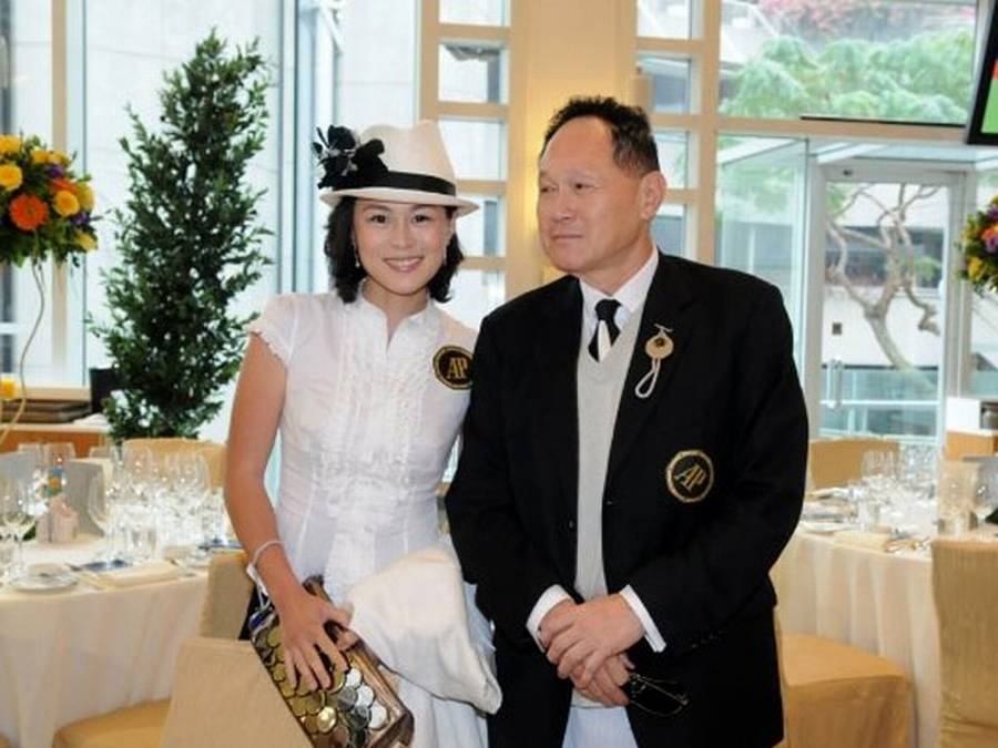 Gigi Chao ses her med faren Cecil Chao (Foto: Facebook)