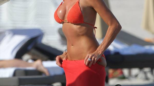 Victoria Silvstedt er stadig i forrygende bikini-form. (Foto: All Over Press/Splash News).