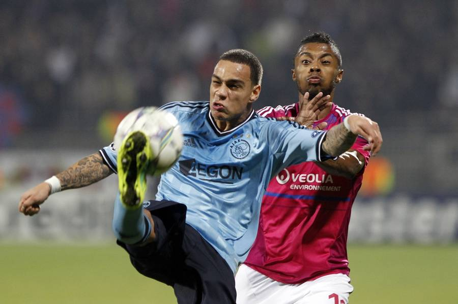 van der Wiel i aktion for Ajax mod Lille i Champions League. (Foto: AP)