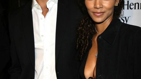 Gabriel Aubry ses her med Halle Berry i 2006. (Foto: AP/Dave Allocca).