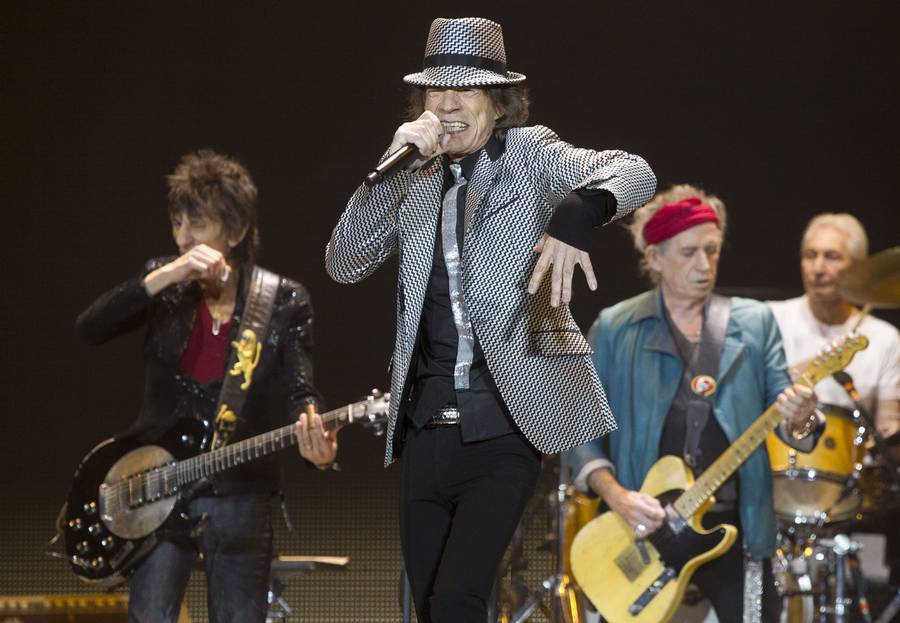 Mick Jagger og Co. i en fyldt O2 Arena i London. (Foto: AP)