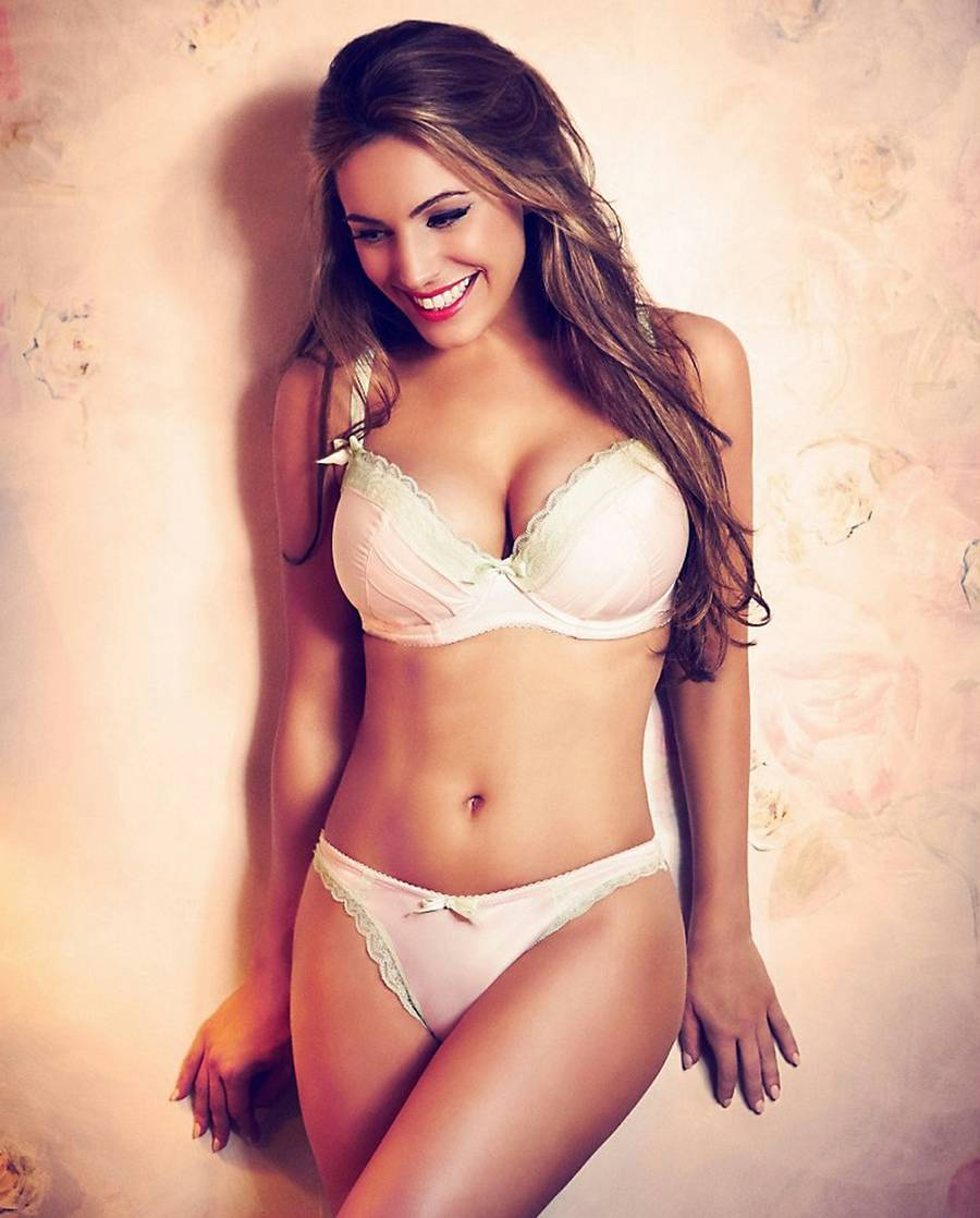 Kelly Brook - sexet med sexet ovenpå. (Target Press)