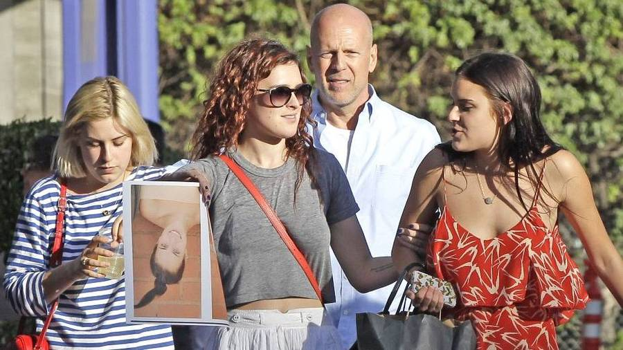 Rumer, Scout og Tallulah med deres far Bruce Willis, som Demi blev skilt fra i 2000. (Foto: All Over Press)