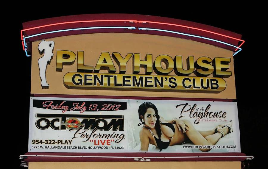 Sådan reklamerede natklubben Playhouse i Miami i Florida for Nadya Sulemans strip-show i fredags.(foto: All Over Press)