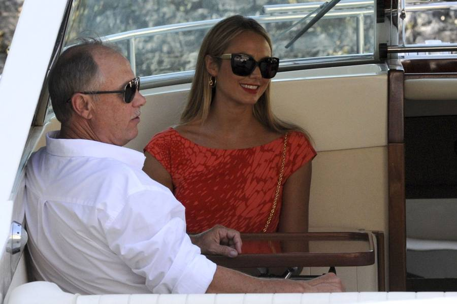 Stacy Kiebler med sin far Gary ombord på yachten. (Foto: All Over Press).