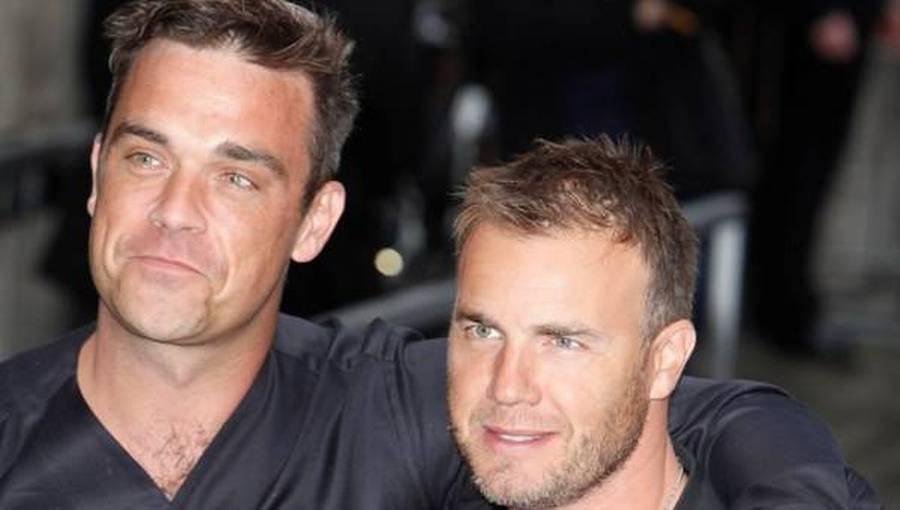 - Mine tanker er hos Gary, Dawn og familien lige nu, skriver Robbie Williams på Twitter. (Foto: All Over Press)