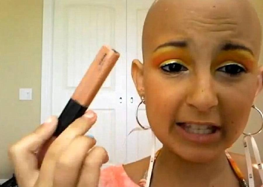Talia har over 100.000 follower på YouTube, som ugentligt har fulgt hendes makeup-sessions. (Foto: YouTube)