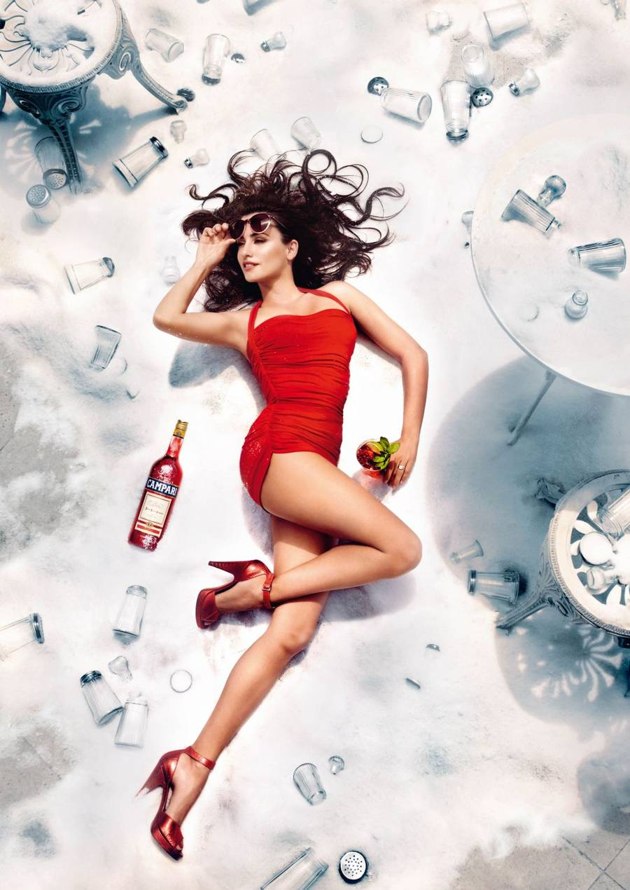 Penelope Cruz symboliserer her august måned. (Foto: www.camparigroup.com).