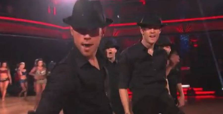 Sonny både koreograferede og dansede til Michael Jacksons hits. (Screendump)