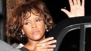 'Whitney': Bevægende film om stjernens fald mod bunden