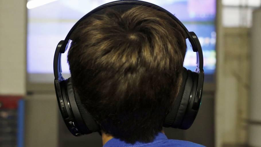 Hvordan kan en 10-årig knægt få lov at spille Call of Duty, når spillet har en.