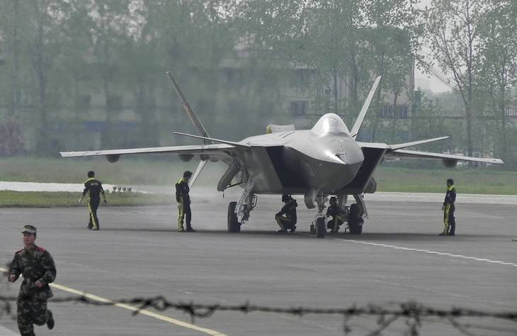 Kinas stealth-fly (radarusynlige fly) J-20 menes at have teknologi, der er så godt som identisk med den amerikanske. Foto: Color China Photo via AP