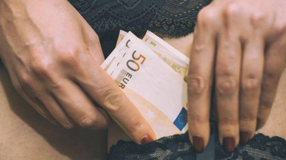 porno 3 kant hvor mange danske kroner er en euro