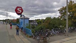 Voldtægten har angiveligt fundet sted på Husum Station. Foto: Google Maps