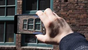 Klem en funktion frem i den nye U11-smartphone fra HTC. Foto: HTC