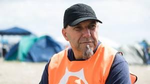 BrianAnderssonhar været spejder i 46 år. Han er ikke imponeret, men heller ikke forfærdet over teltenes tilstand på Roskilde forud for de kommende dages nedbør. Foto: Per Lange