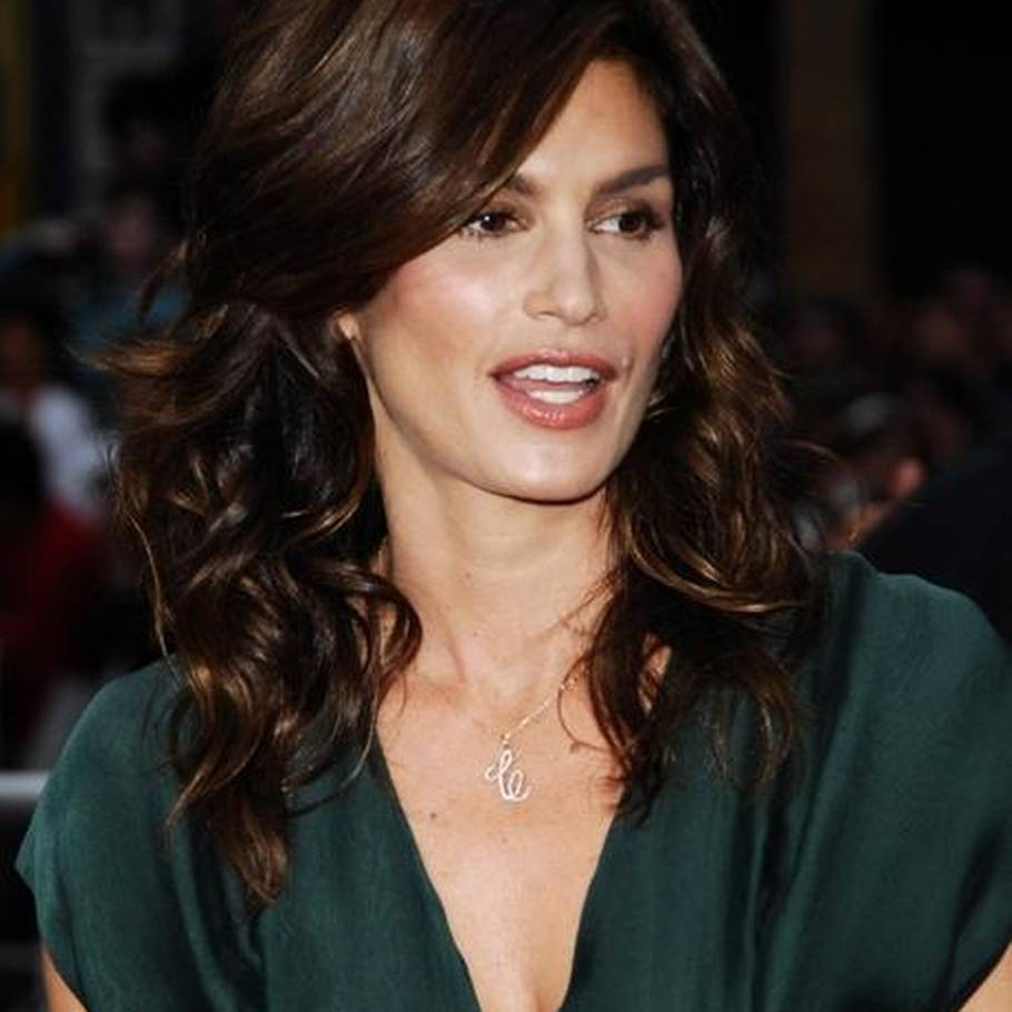 Cindy Crawford har en ny bog på bedding. (AP Photo)
