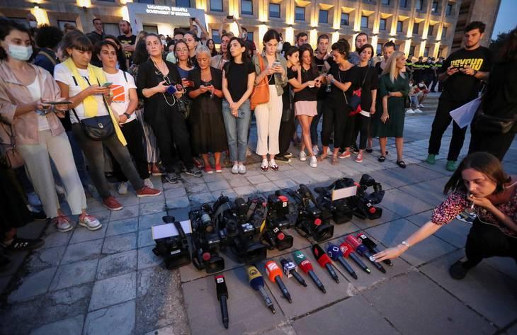 Flere journalister mindes Lashkarava. Foto: Ritzau Scanpix/IRAKLI GEDENIDZE