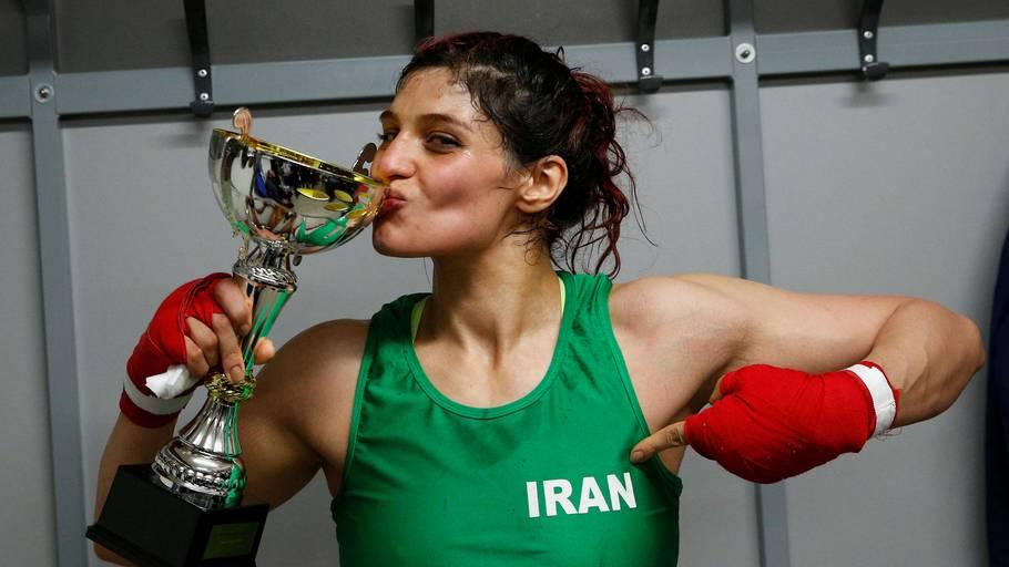 Stoltheden over at repræsentere sit hjemland er ikke til at tage fejl af, for den iranske bokser. Foto: Stephane Mahe/Ritzau Scanpix