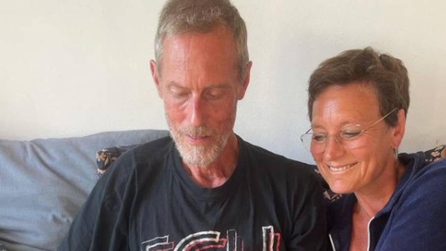 Kim Faber og Janni Pedersen havde planlagt at gå i gang med deres fjerde krimi nu, men det har den lille hundehvalp sat en stopper for. Foto: Privat