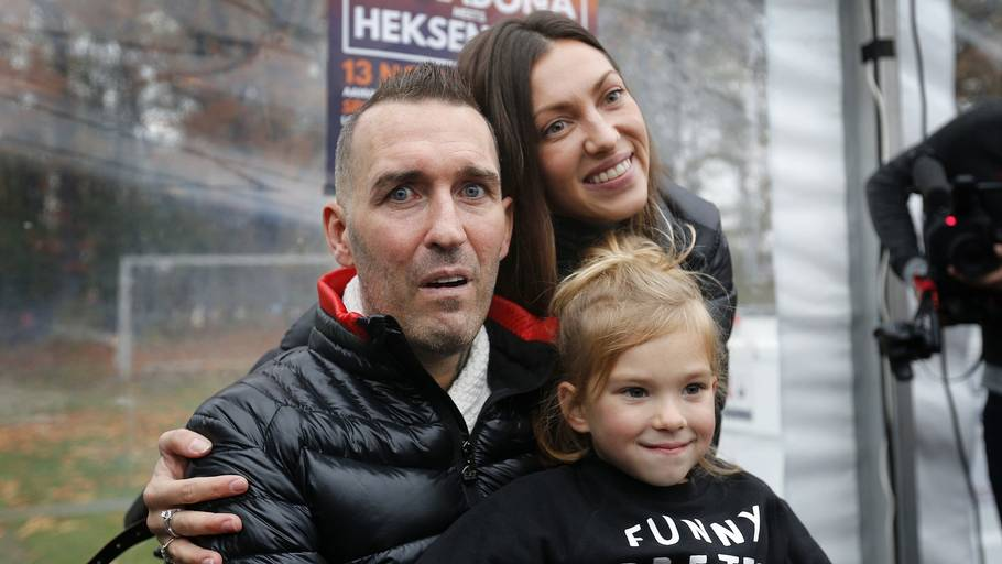 Fernando Ricksen med sin kone Veronika og deres datter Isabella under et arrangement i Holland i 2016. Foto: VI-Images via Getty Images