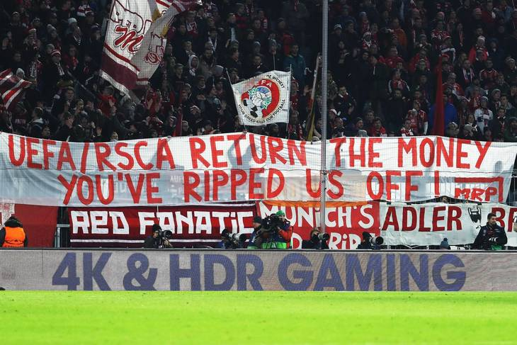 Bayern-fansenes protest hjemme mod PSG 5. december. Foto: All Over Press
