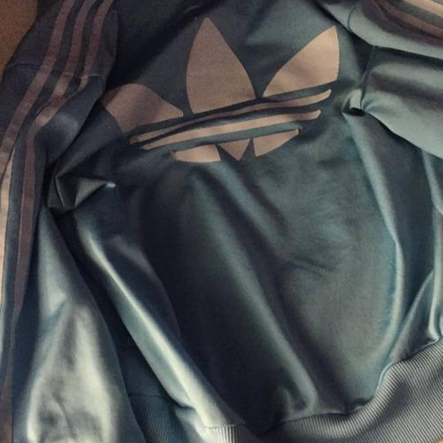 d7ae40066003 Nettet går amok over denne trøje  Hvilken farve har den  – Ekstra Bladet