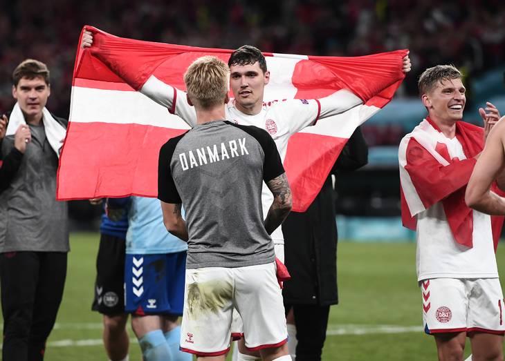 Daniel Wass med ryggen til og Andreas Christensen har været imponeret over den støtte, danskerne har vist dem. Foto: Lars Poulsen.